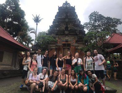 Engelskundervisning för barn mellan 7–11 år på Bali